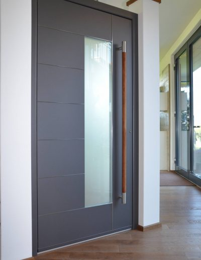 Eine klassische und moderne Haustür der Schreinerei Filser