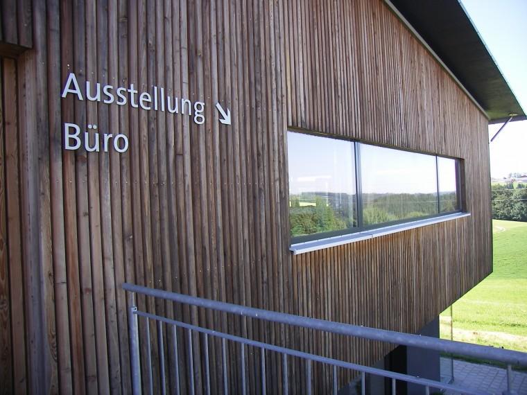 Ausstellung und Bürogebäude der Schreinerei Filser in Obergünzburg